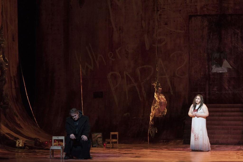 ELEKTRA Tragödie in einem Aufzug von Richard Strauss, Dichtung von Hugo von Hofmannsthal Premiere: Samstag, 19. März 2016 v.l.: Almas Svilpa (Orest), Rebecca Teem (Elektra)